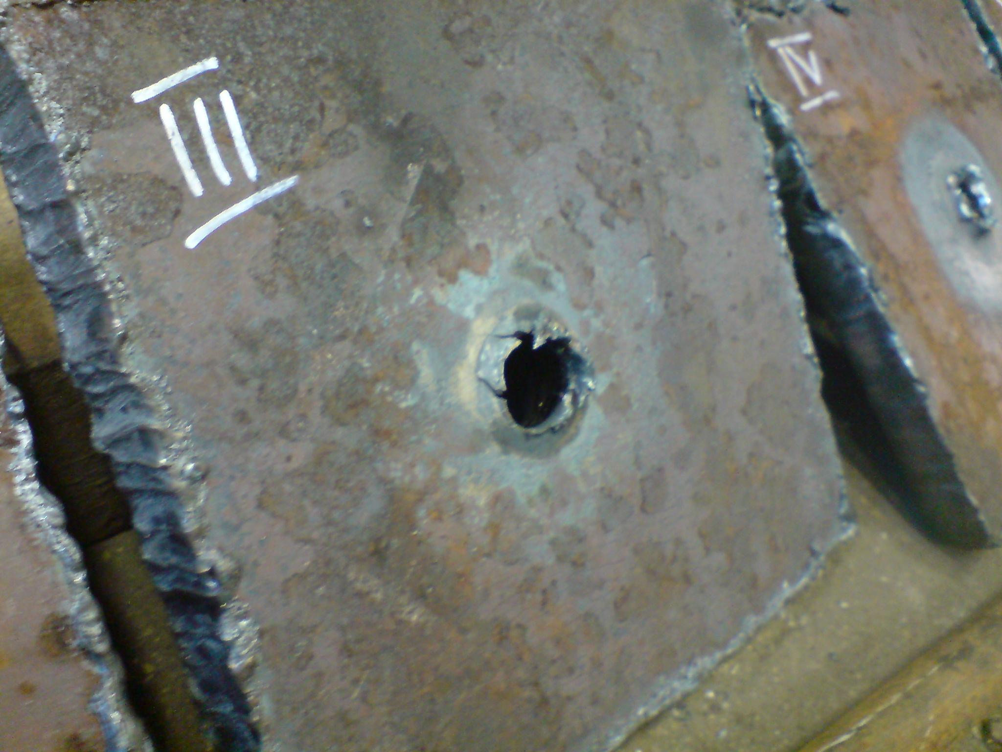 imitacja-przestrzelin-pancerza-20mm-Muzeu-IISW-5.jpg